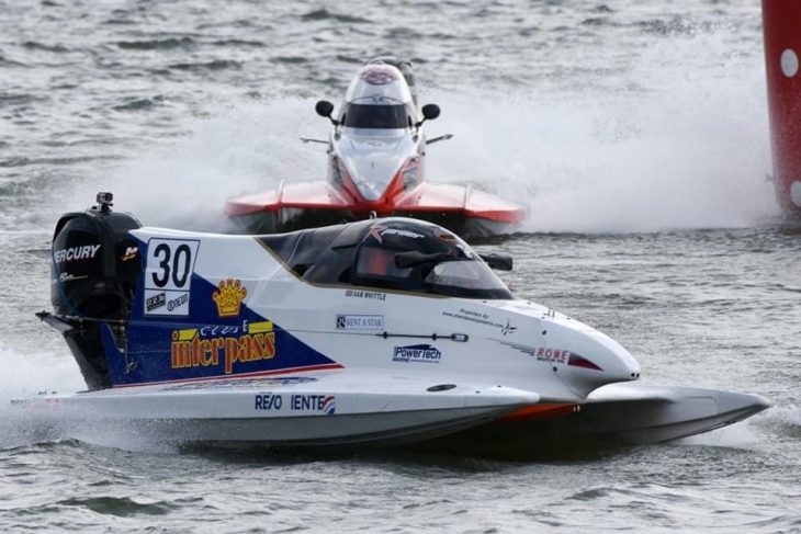 formula 4 race boat